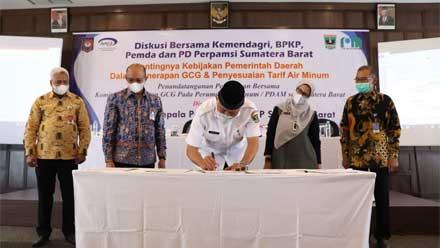 Penandatanganan Pernyataan Bersama Komitmen Penerapan GCG pada Perumda Air Minum