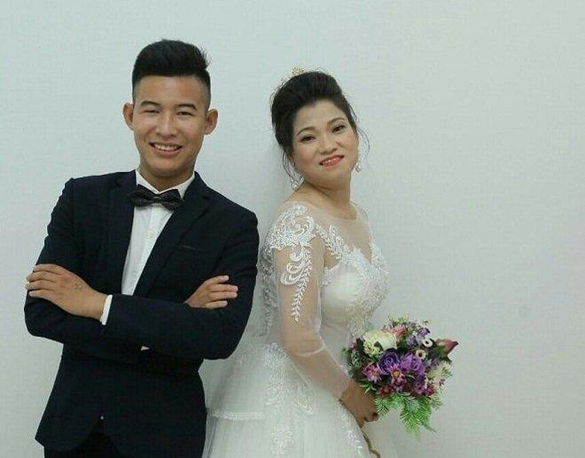 Cô dâu là Hoàng Thị Án và chú rể tên Nguyễn Hữu Hoàn.