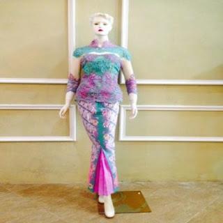 model rok batik dan kebaya