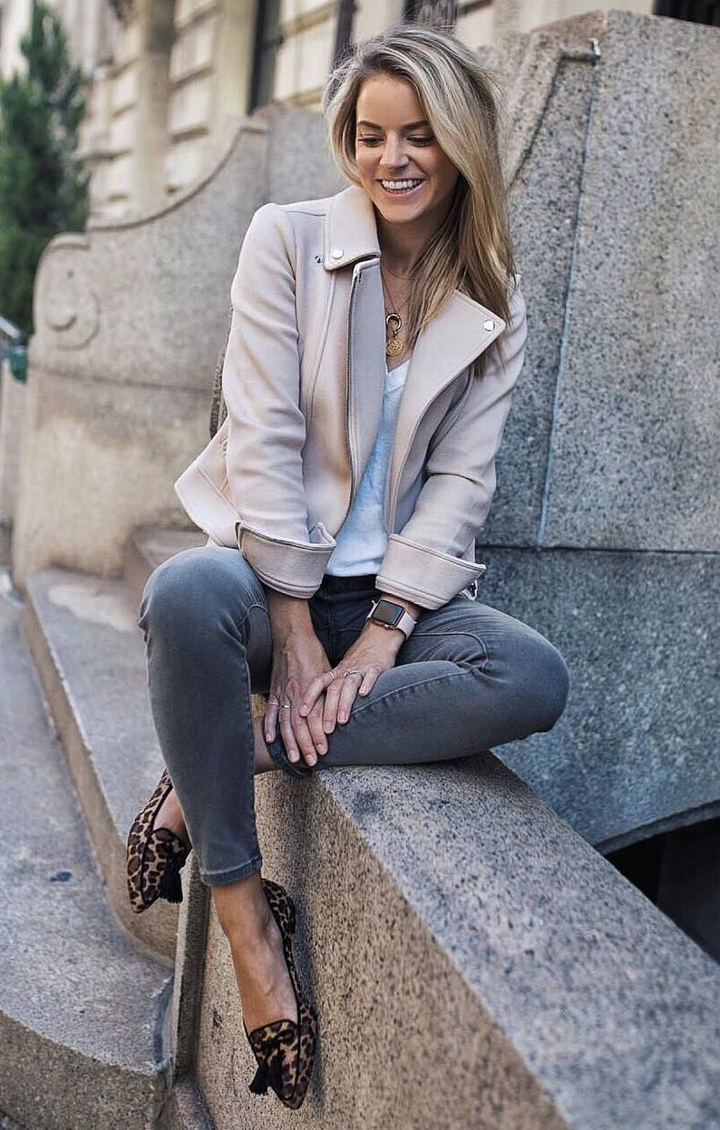 geat fall outfit / leopard loafers + skinny jeans + white top + biker jacket