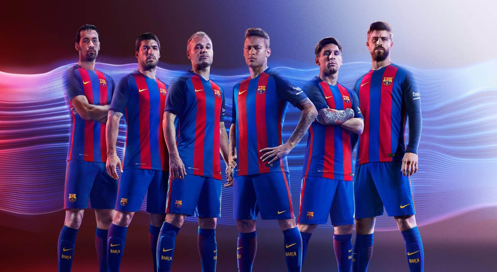 3b3a9859b0 Los jugadores del FC Barcelona presentan su nueva camiseta