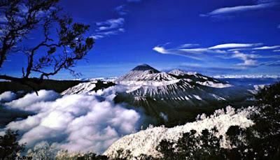Situs Warisan Dunia Andalan Pariwisata Indonesia 8 SITUS WARISAN DUNIA ANDALAN PARIWISATA INDONESIA