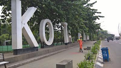 Wow Ada yang Ciuman Hot di Trotoar Kota Bekasi
