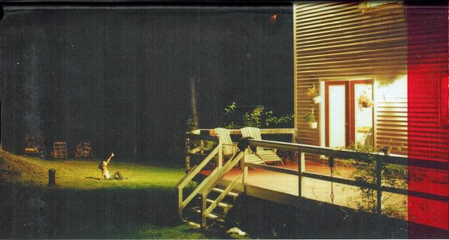 Strange scene on Sengled light bulb box