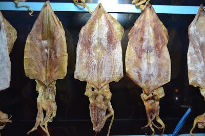 Sotong kering dengan berbagai ukuran