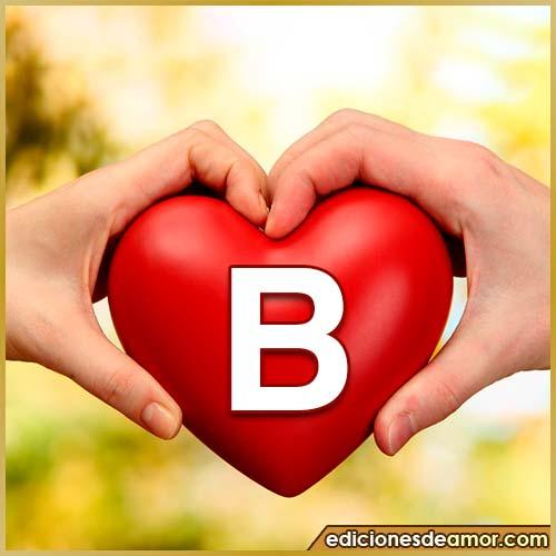 corazón entre manos con letra B