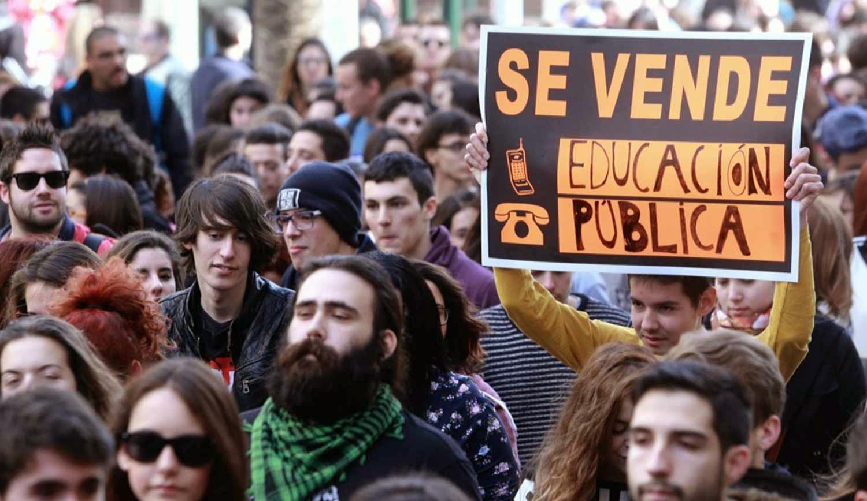 Estudiantes marchan en el Estado español contra decretos excluyentes y privatizadores