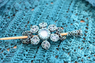 "Tuchnadel ""Needles and Pins"" - beaded by PrettyNett.de"