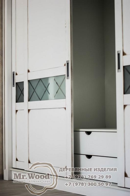 Угловой шкаф в Крыму