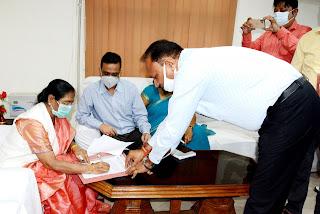 पूर्वांचल विश्वविद्यालय की पहली महिला कुलपति ने संभाला कार्यभार, कहा- अपनी मां और सास की बदौलत यहां तक पहुंची | #NayaSaveraNetwork