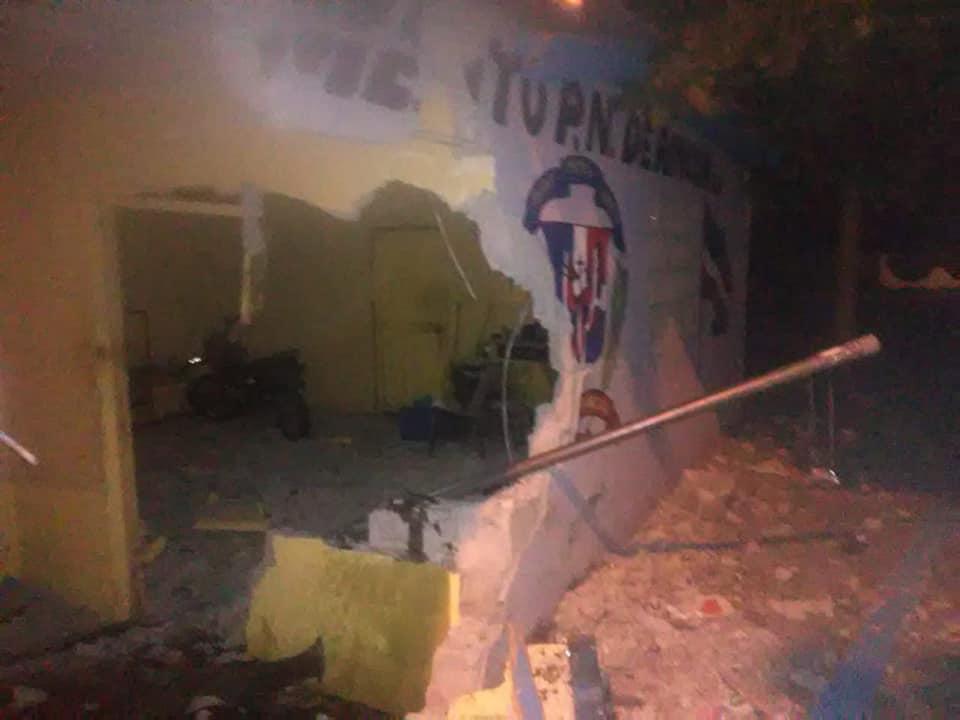 Fotos: Yipeta termina 'clavada' en destacamento de La Vega