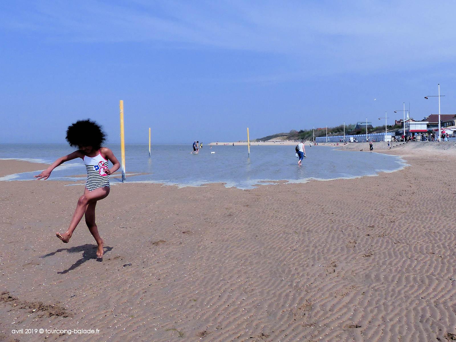Enfant sur la plage de Gravelines, 2019
