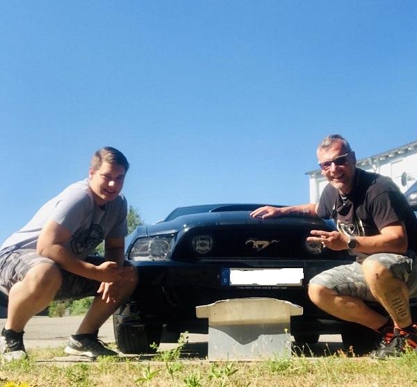 Mein Sohn und ich vor meinem Ford Mustang GT500