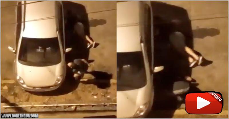 Así se roban la gasolina de os carros estacionados durante la noche