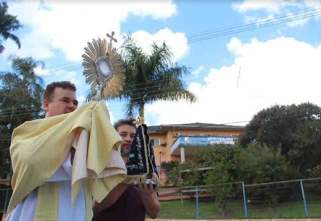 Hospital Regional da Vale do Ribeira, em Pariquera Açu, recebe benção do Santíssimo no Domingo de Páscoa