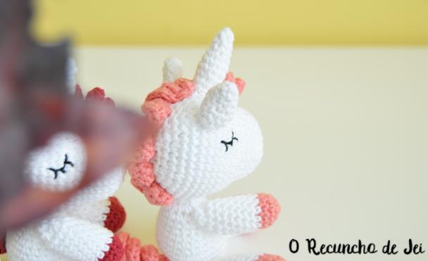 O Recuncho de Jei: Patrón traducido: Unicornio Amigurumi Vibemai