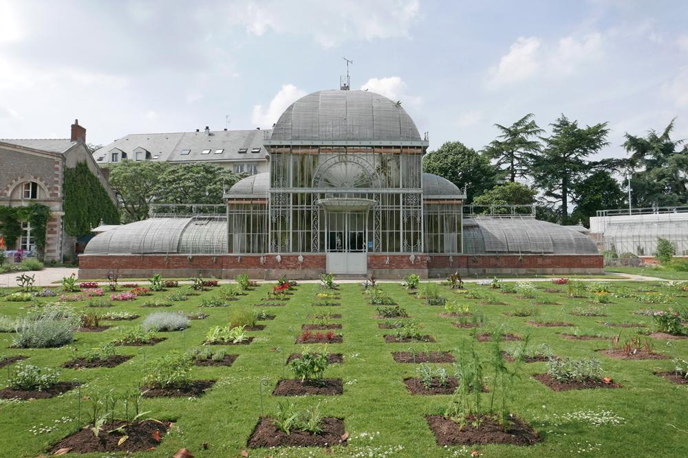 vue extérieure d'une serre Dans le jardin des plantes de Nantes