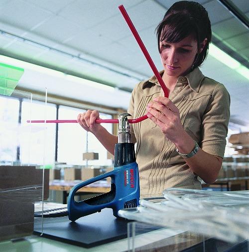 Verhitten en buigen metalen buis met een Bosch heteluchtpistool