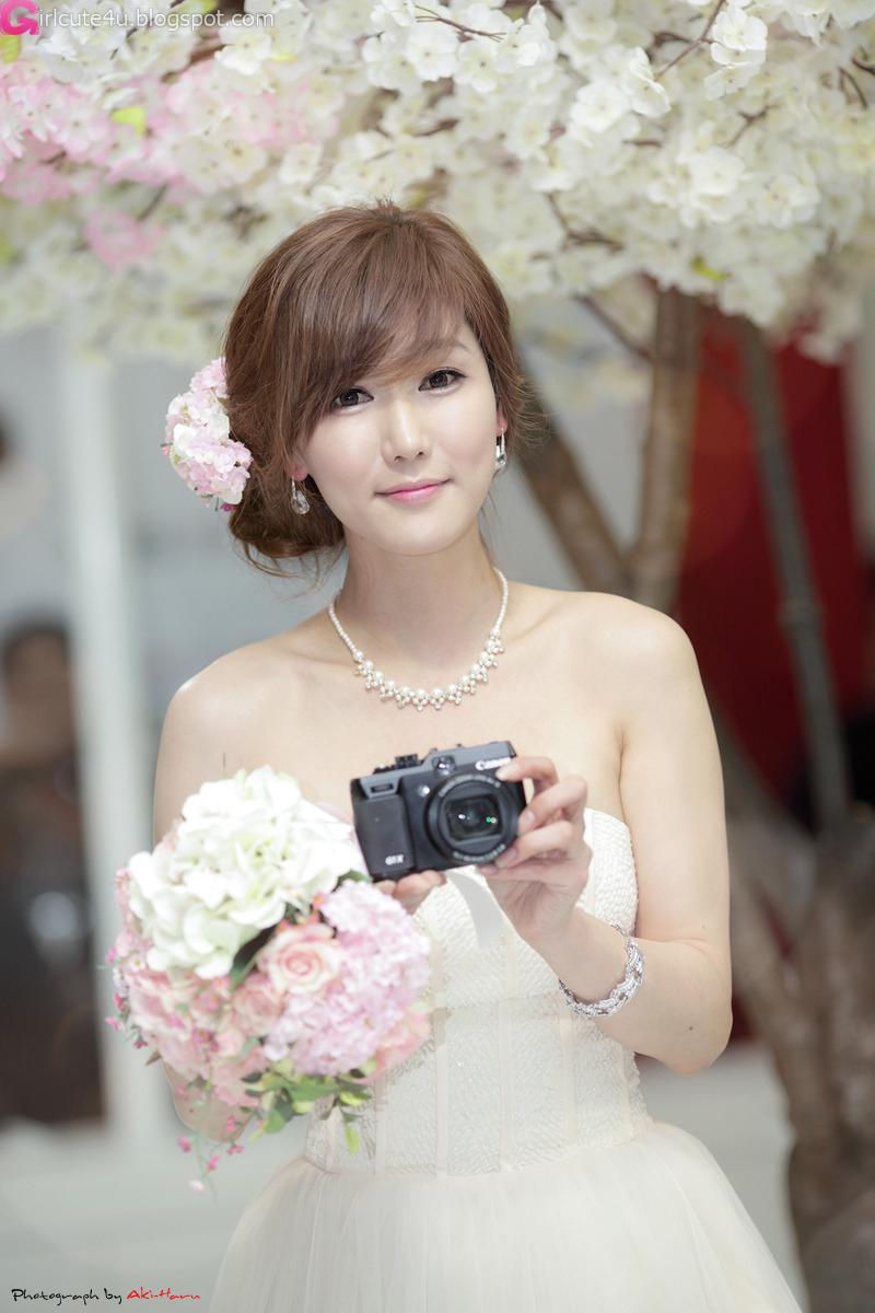 xxx nude girls: Kang Yui - World IT Show 2012