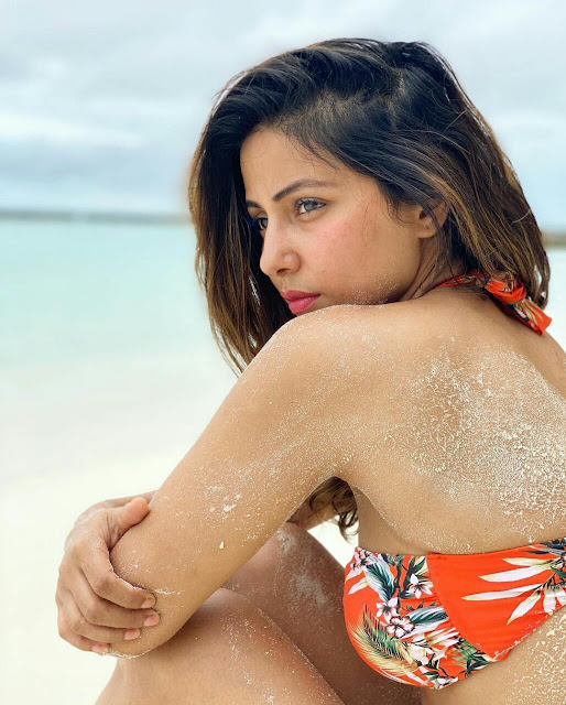 Hina Khan HD Bikini Wallpaper