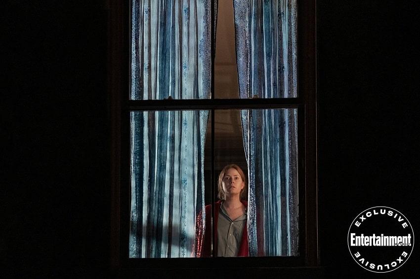 Netflix покажет триллер «Женщина в окне» летом 2021 года - свежий кадр внутри - Кадр
