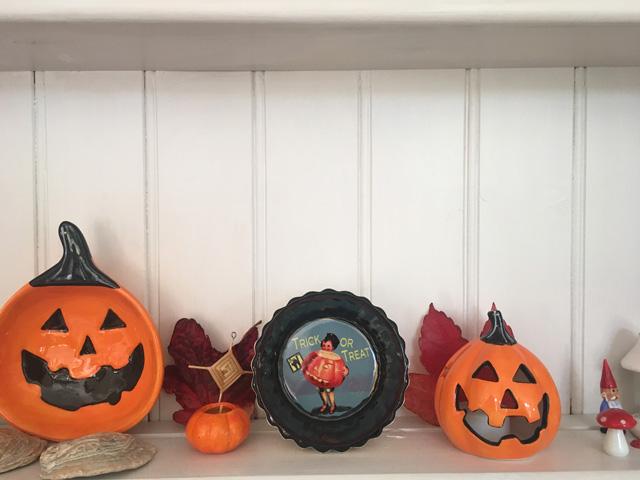 Halloween shelfie