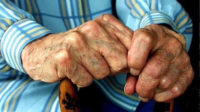 """Γιάννενα: Γυναικεία """"Συμμορία"""" Λήστεψε 91χρονο Πήραν 5.000 Από Τον Παππού"""