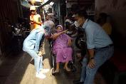 Lurah Dursel Berikan Arahan dan Bantu Para Lansia Yang Akan di Vaksin