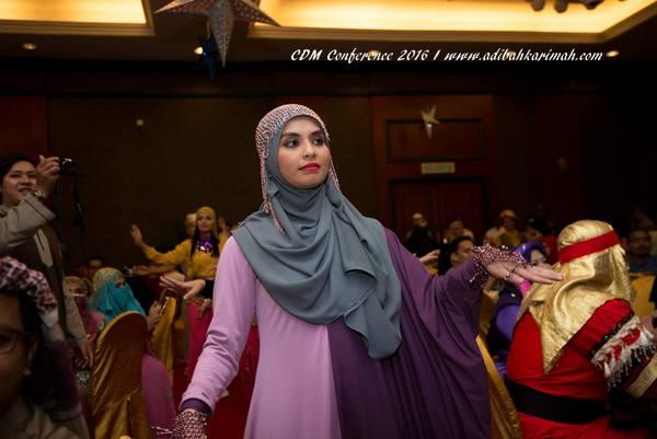 Adibah Karimah menari ala Arabic style