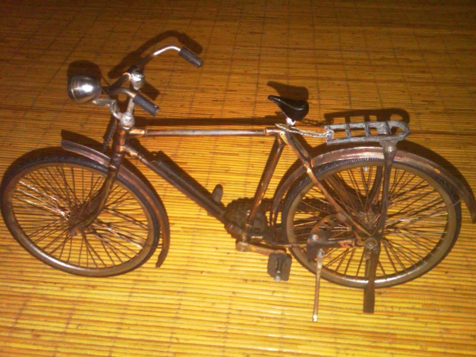 Toko Barang Bekasku Miniatur Sepeda Ontel Antik