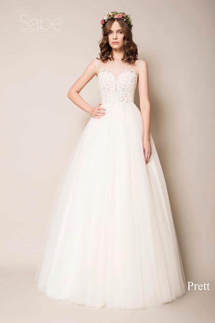 Szeroka deliaktna suknie ślubna z koronkową górą. Suknie SABE.