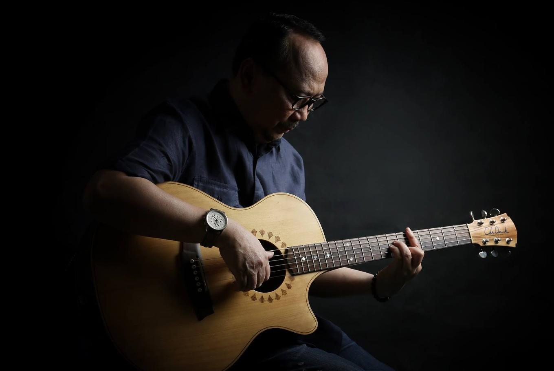 Lirik Lagu Berita Kepada Kawan - Ebiet G Ade dari album camelia 2 chord kunci gitar, download album dan video mp3 terbaru 2018 gratis