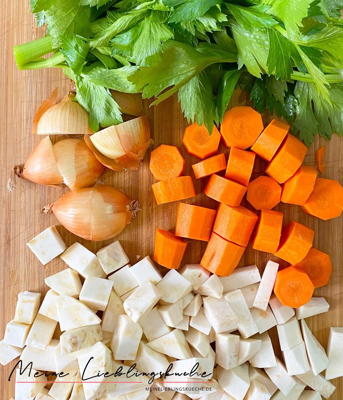 Zutaten für veganes, deftiges Gemüsefond