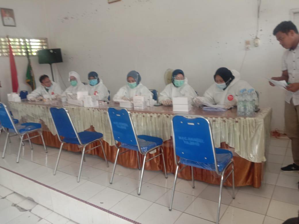 Sebanyak 1.269 Orang Petugas KPPS Dan PAM  Keamanan Kecamatan Rantau Selatan Mengikuti Rapid Tes