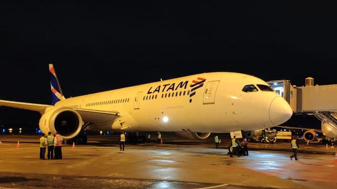 VOO PARA A MORTE: Avião da Latam faz pouso de emergência depois que passageiro morreu abordo