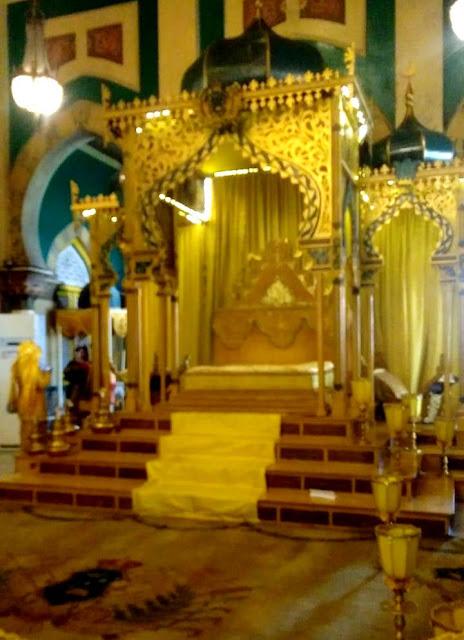 Singgasana Raja Deli di Istana Maimun
