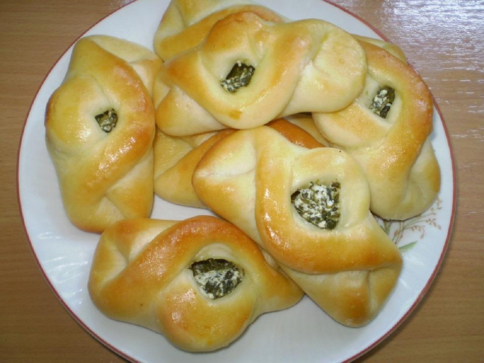 Пышные булочки с чесноком и зеленью: бюджетно, просто, вкусно