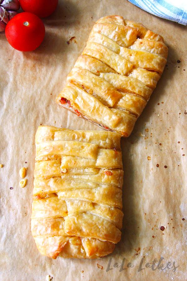 Штрудель с помидорами и сыром