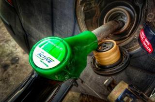 Στα ύψη η τιμή της βενζίνης - Στα πόσα υπολογίζεται ότι θα φτάσει