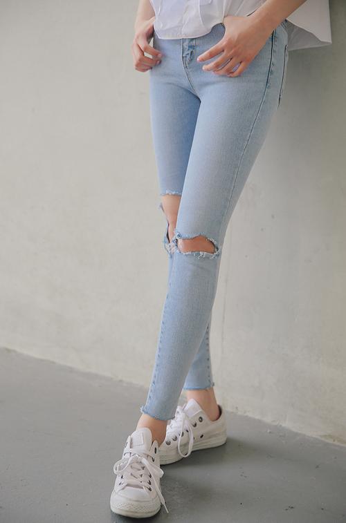 Skinny Rip Knee Jeans