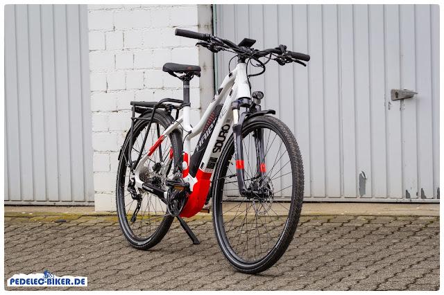 Das SDURO Trekking 6.0 kommt in einer modernen rot-weißen Farbgebung daher.