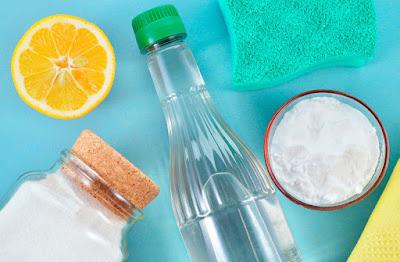 Как убрать плохой запах в холодильнике
