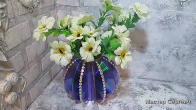 Cara Membuat Vas Bunga Sederhana dari Kaset Bekas dan Gelas Plastik