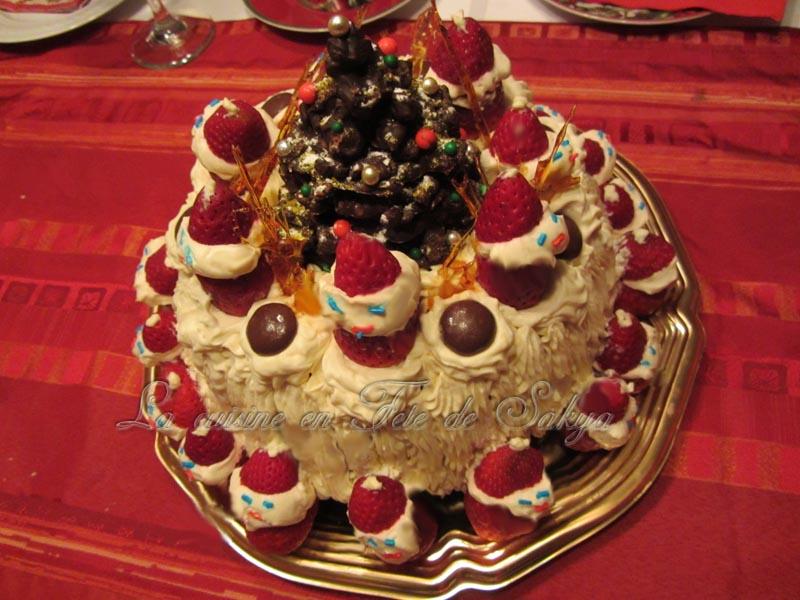 Gateau De Fete De Noel.La Cuisine En Fête De Sakya Gâteau Des Fêtes Décoré Avec