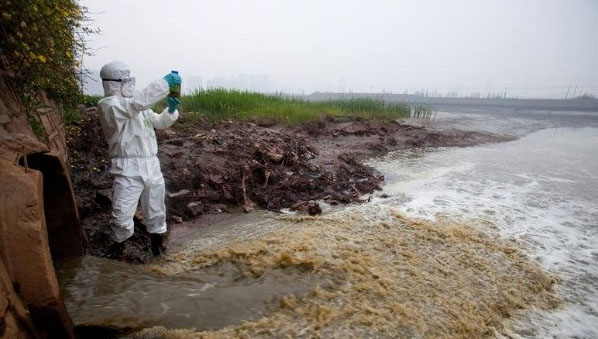 salah satu masalah lingkungan yang kurang begitu dipedulikan dibandingkan jenis pencemara 5 Penyebab Pencemaran Tanah dan Faktor yang Mempengaruhinya