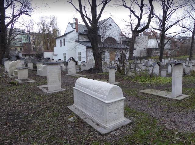 Il cimitero accanto alla sinagoga remuh a Cracovia