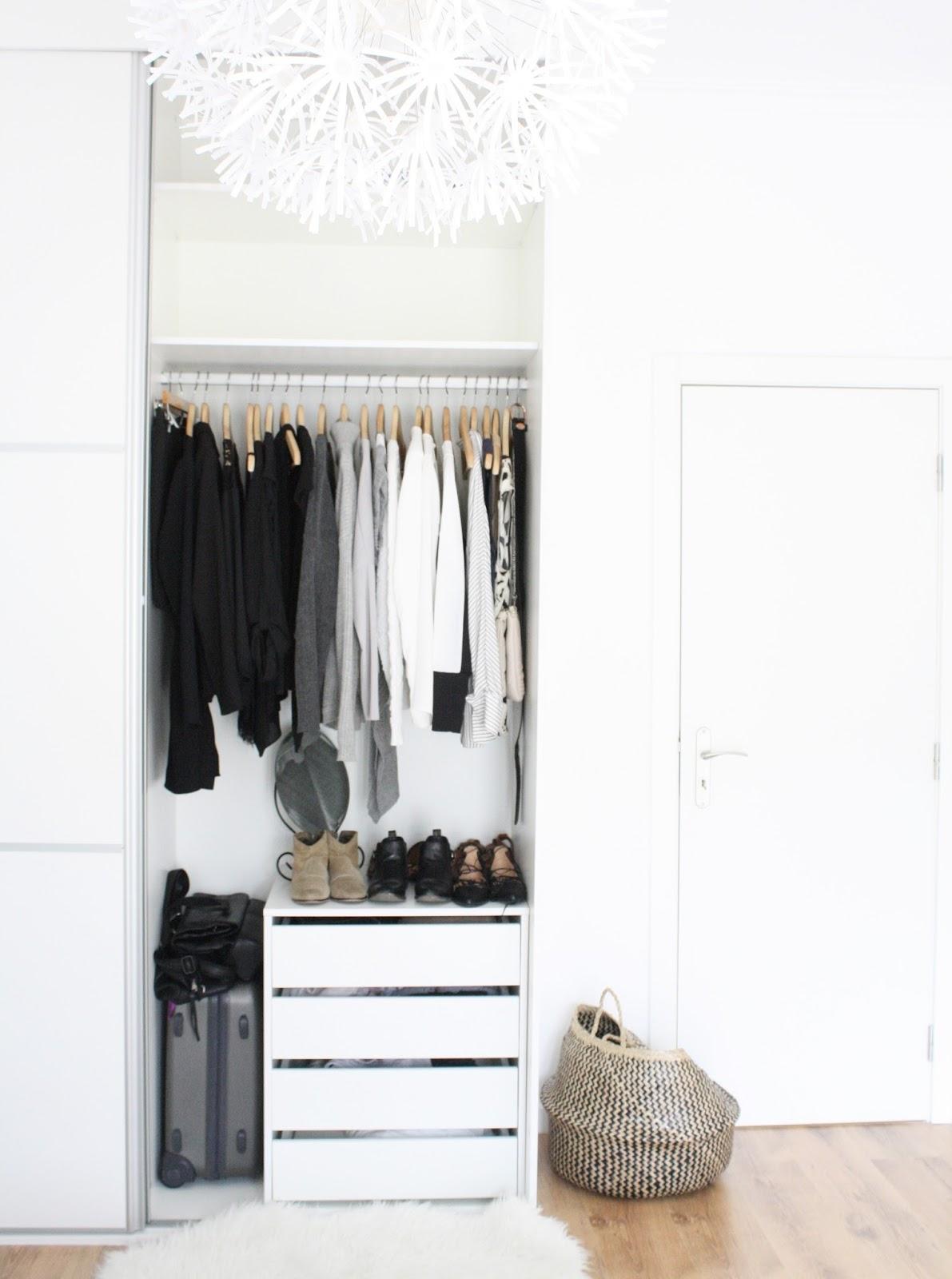 How I organize my Minimalist Wardrobe