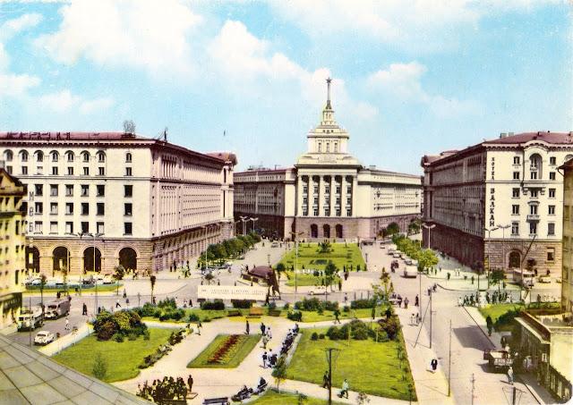 София - Центр города. Открытка 1961 года.