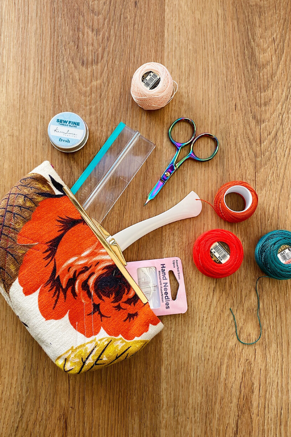 Lorna's essential travel notions | What's In Your Sewing Bag? | Shannon Fraser Designs #notions #quilting #sewing #travelsewing