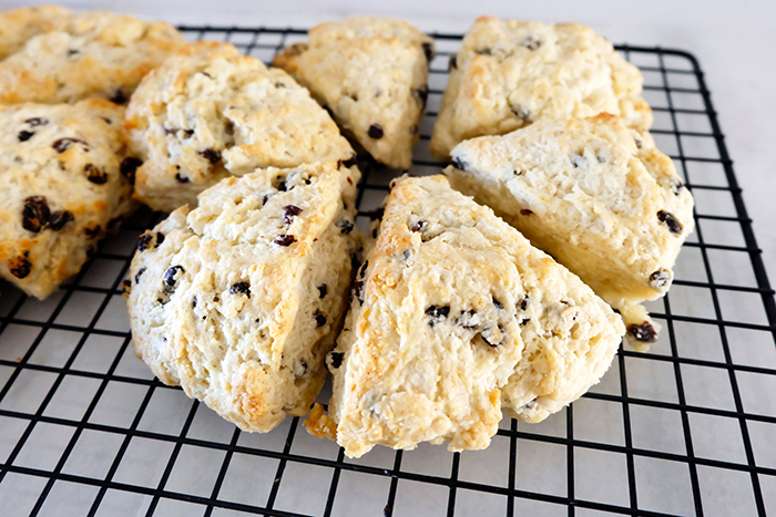baked currant scones